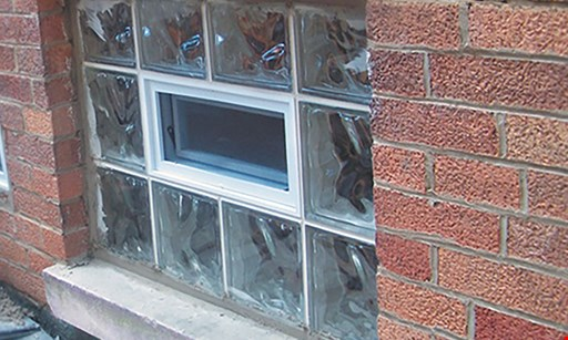 Product image for Frontier Glass Block 4 Glass Block 32x16 Windows with 2 Vents for $340
