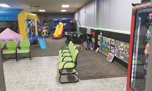 Product image for Gator Bounce Indoor Fun & Party Center $20 For General Admission For 4 Kids During Open Play (Reg. $40)