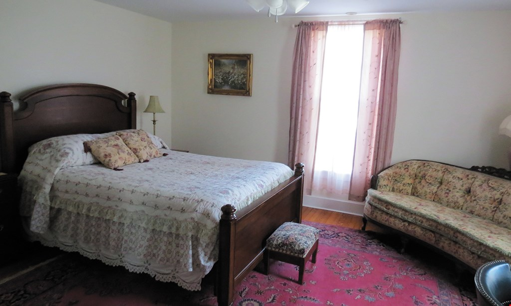 Product image for The Rosemont Inn $84 For A 1-Night Accommodation & Breakfast For 2 In The Master Bedroom Sayre Room (Reg. $168)