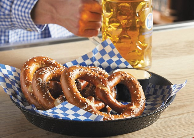 Localflavor Com Hofbrauhaus Newport Brewery And Restaurant