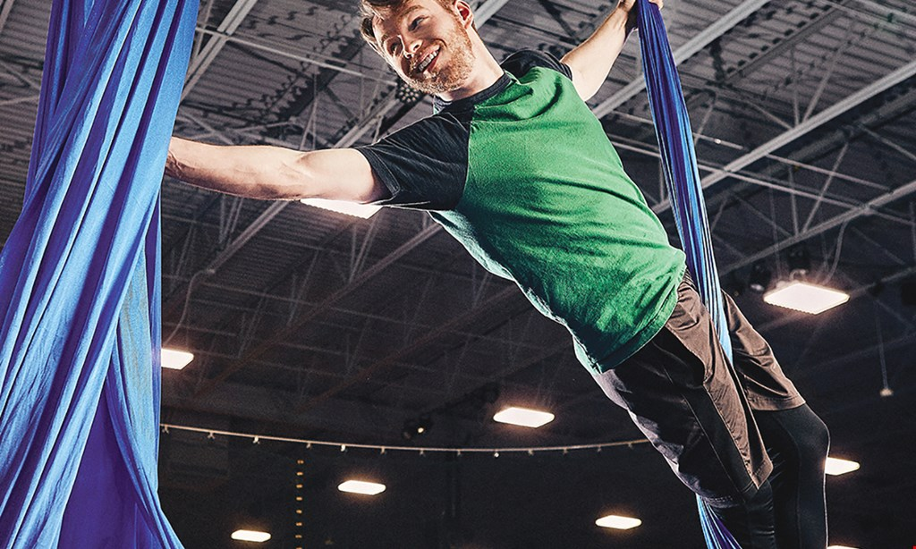 Product image for Sky Zone Ocean $25.99 For A 1-Hour Activity Pass For 2 People (Reg. $51.98)
