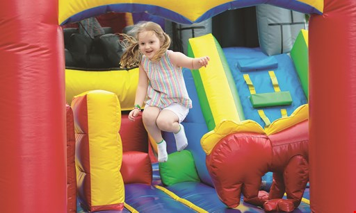 Product image for Fun Play & Party $10.49 For 1 Admission, 2 Medium Beverages & 1 Popcorn Cup (Reg. $20.99)