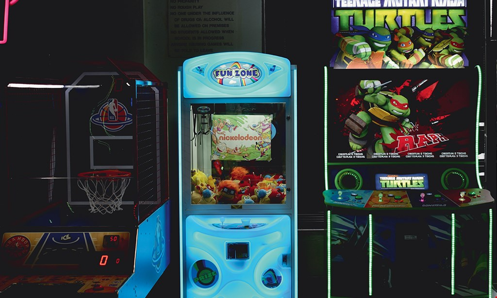 Product image for Vince's Sports Center $25 For Family Fun (Includes 1 Large Cheese Pizza, 1 Pitcher Of Soda, 135 Tokens & 450 Prize Tickets) (Reg. $50)