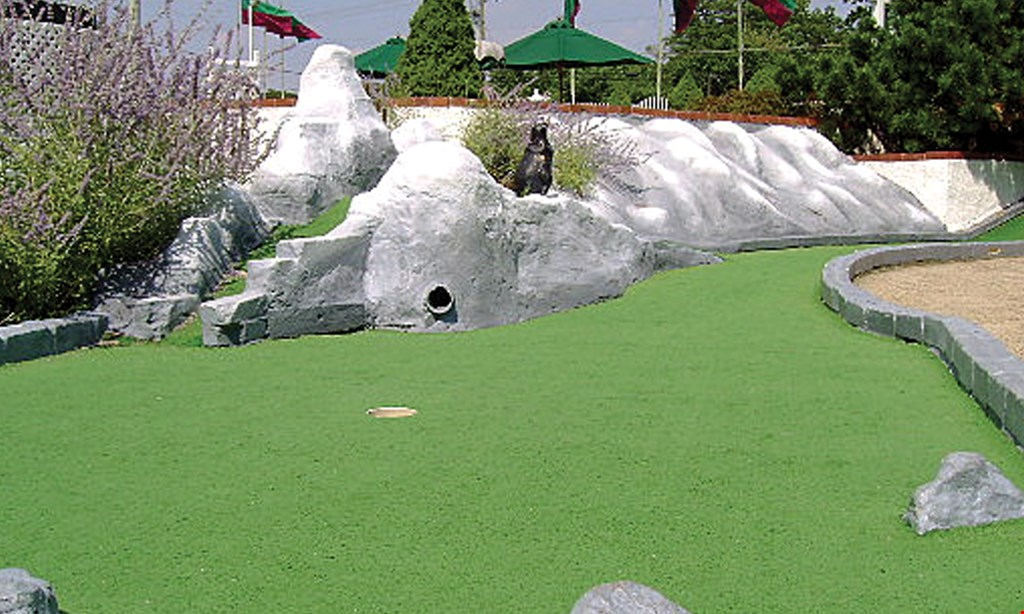 Product image for Pleasant Valley Miniature Golf $16 For Nighttime Mini Golf For 4 (After 6pm) (Reg. $32)